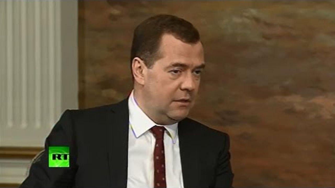 Позорный медведев в Госдуме с отчетом о работе правительства за 2014 год